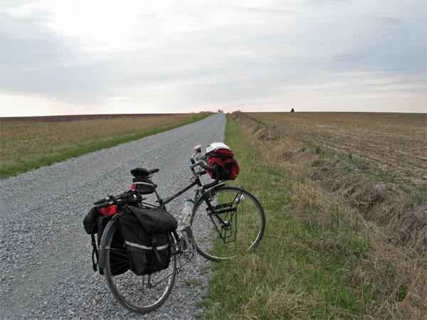 Gravel road near Cottonwood, IL