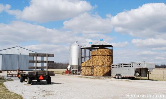 Corn crib in Marion County