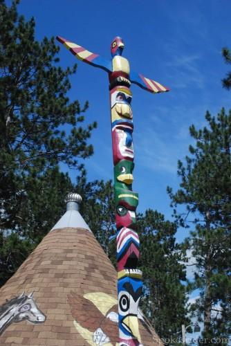 Totem pole at Lake George
